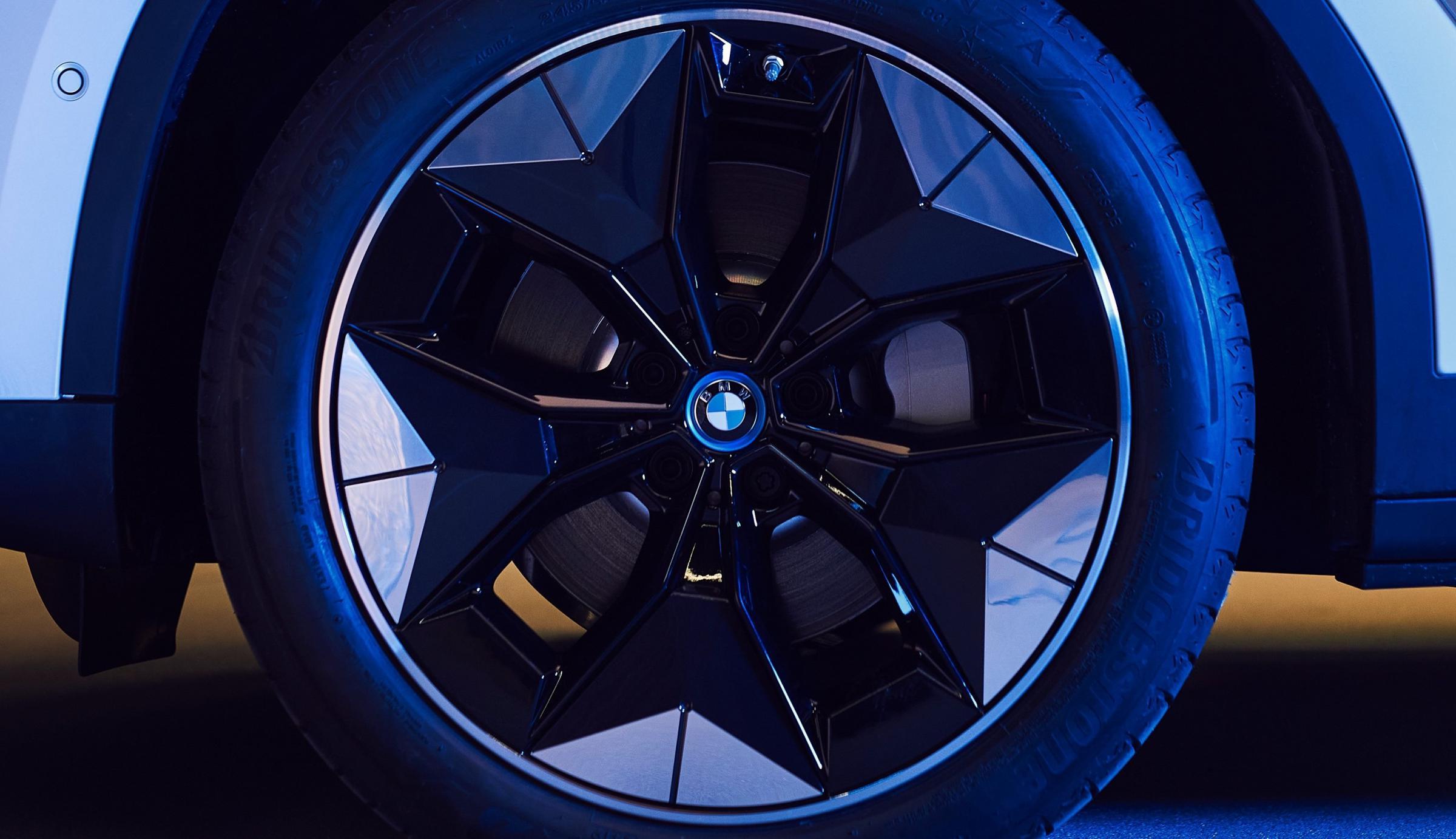 Name:  BMW iX3 i4 Aerodynamic Wheels1 2.jpg Views: 4416 Size:  238.1 KB