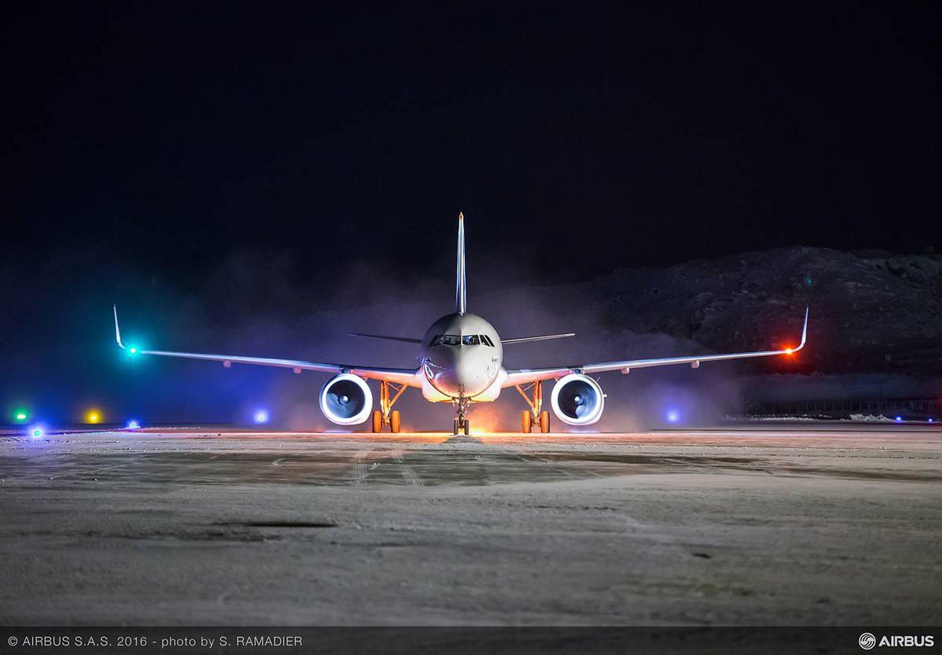 Name:  Airplane_Lights.jpg Views: 1044 Size:  195.3 KB